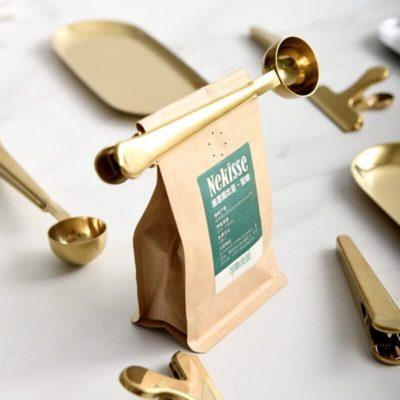 Pince cuillère en inox qui referme un sachet de thé