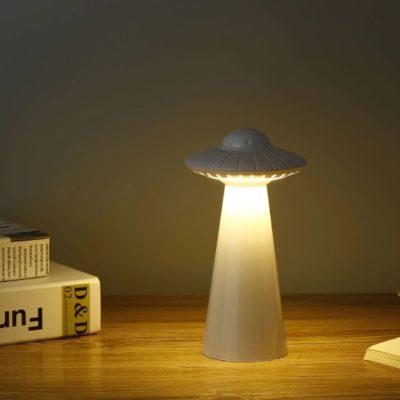 lampe soucoupe volante blanche allumée