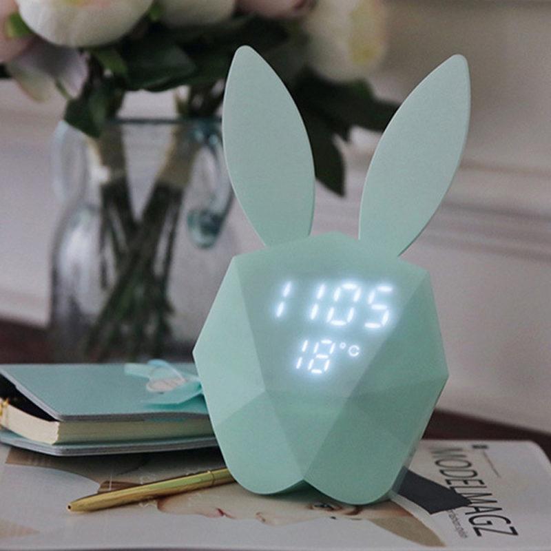 Cutty clock réveil multifonction vert sur table