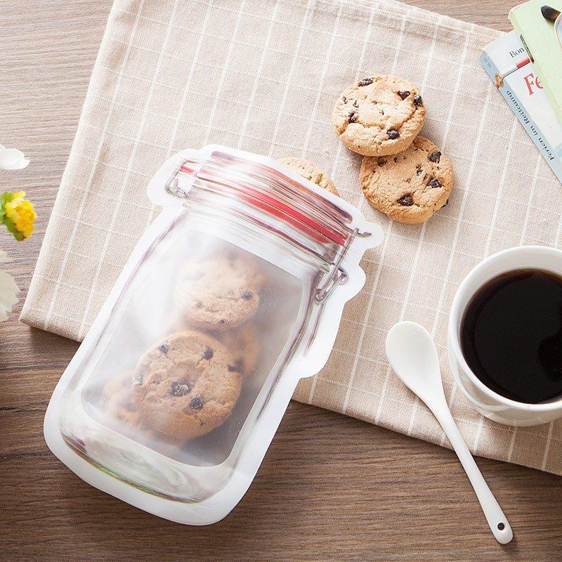 Sachet conservation en forme de bocal contenant des cookies
