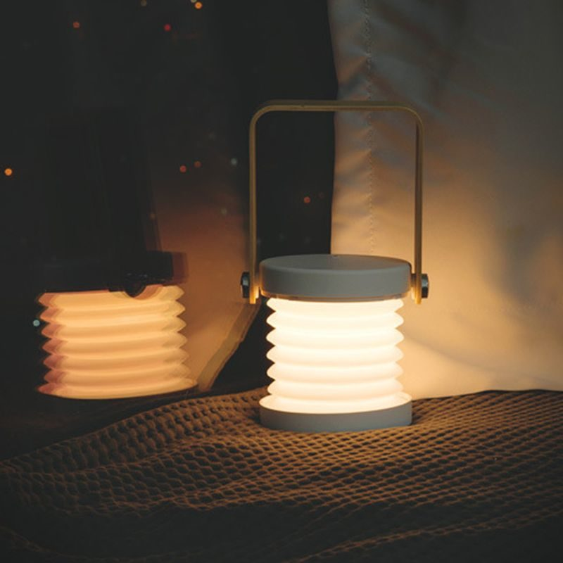 Lanterne design accordéon grise la nuit