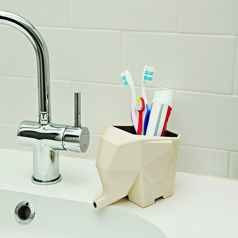 égoutoir éléphant blanc dans une salle de bain