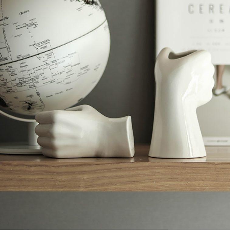 deux vases mains en céramique - vue de dos