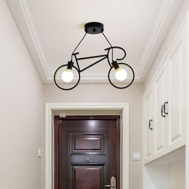 Lampe vélo noir dans une entrée