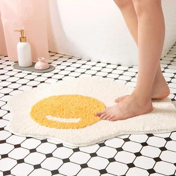 tapis oeuf - décors salle de bain