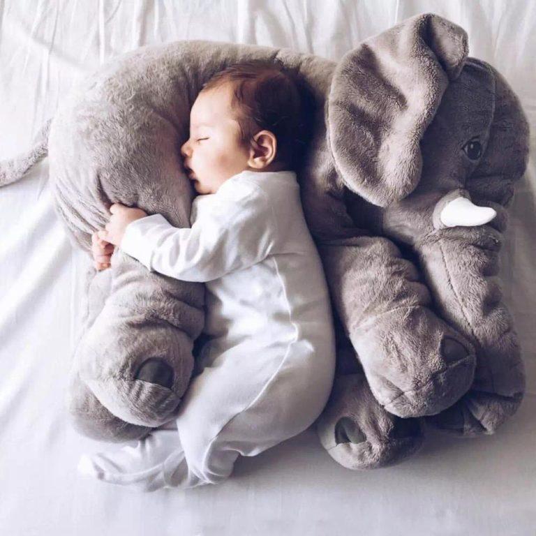 bébé sur loreiller