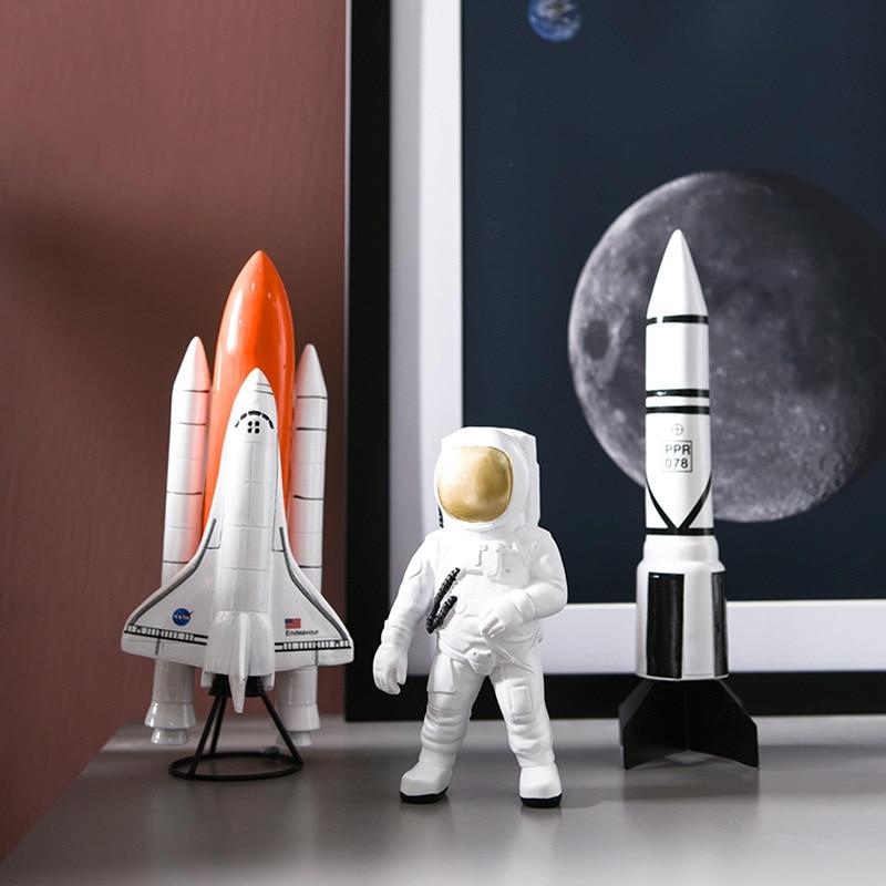 Cosmonaute et fusées