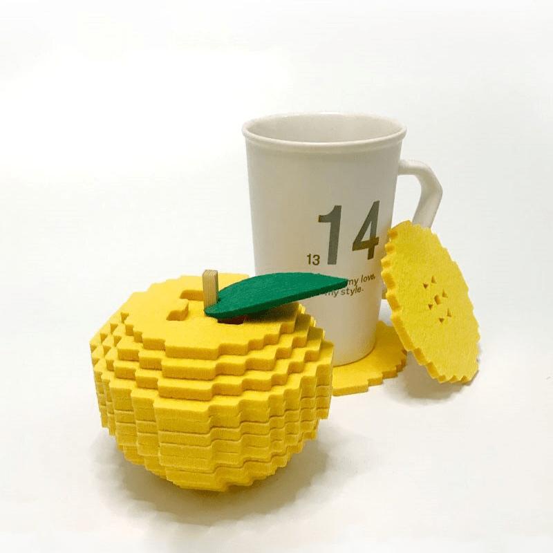 Dessous de verre pixel jaune avec une tasse