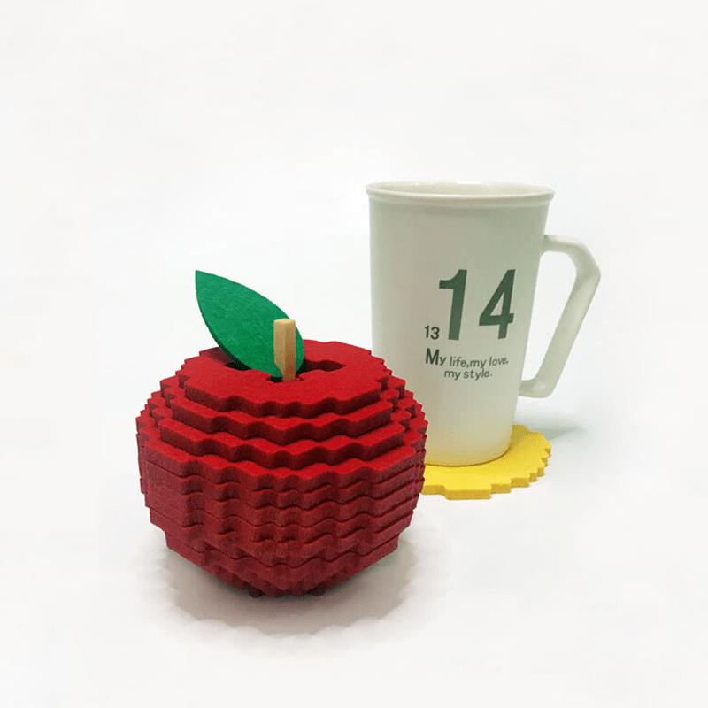 Dessous de verre pixel rouge avec une tasse