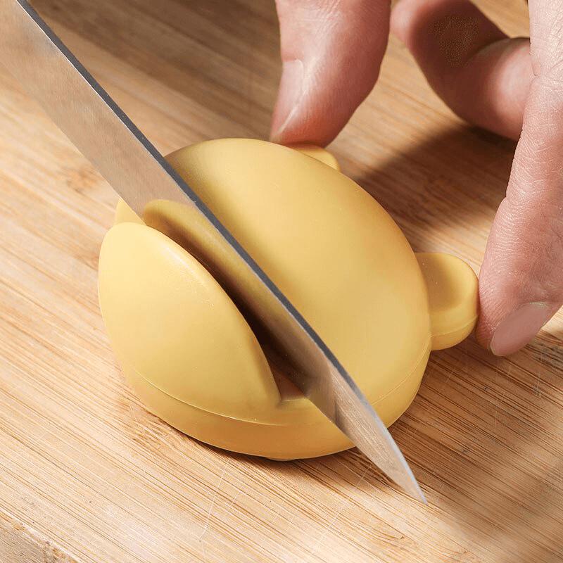 mini aiguiseur à couteaux jaune