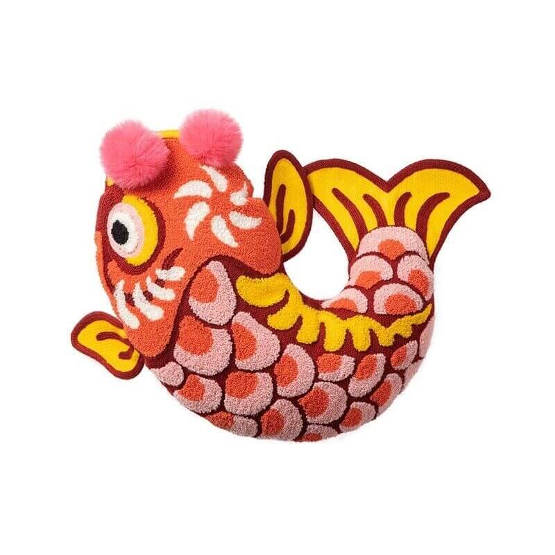 Coussin original en forme de poisson rouge