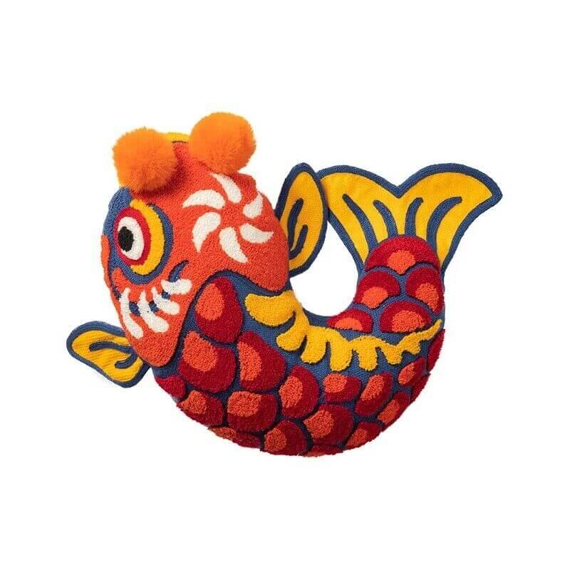 Coussin en forme de poisson rouge
