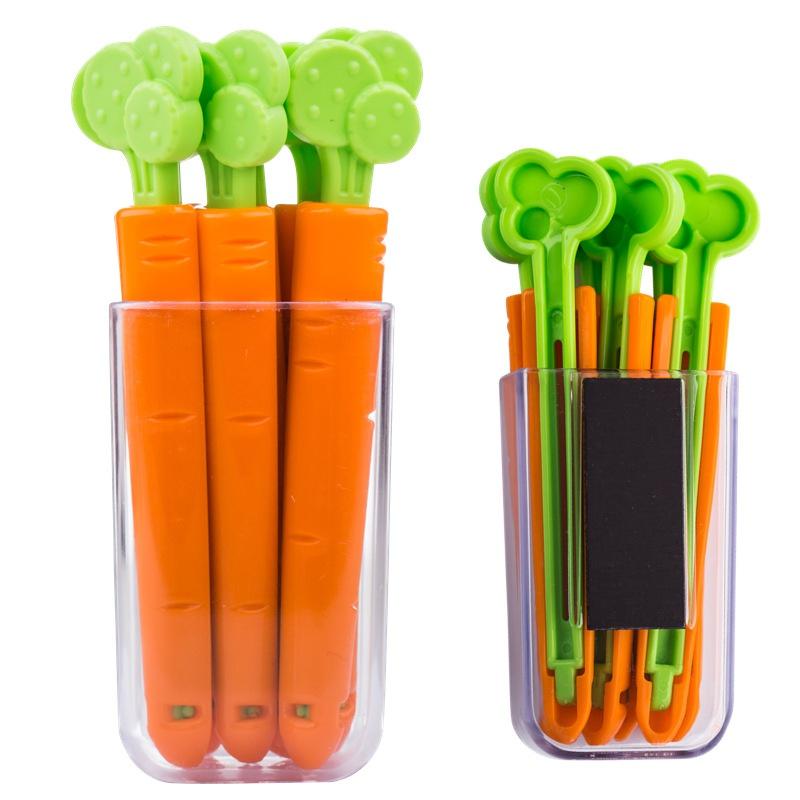 Pinces en forme de carotte avec leur support magnétique