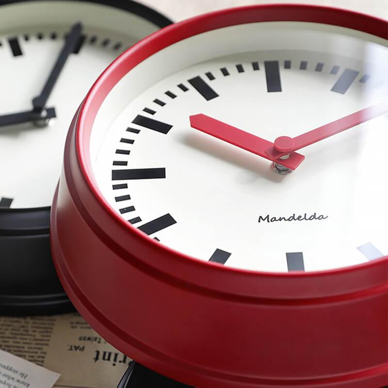 Horloge design vintage - vue de près