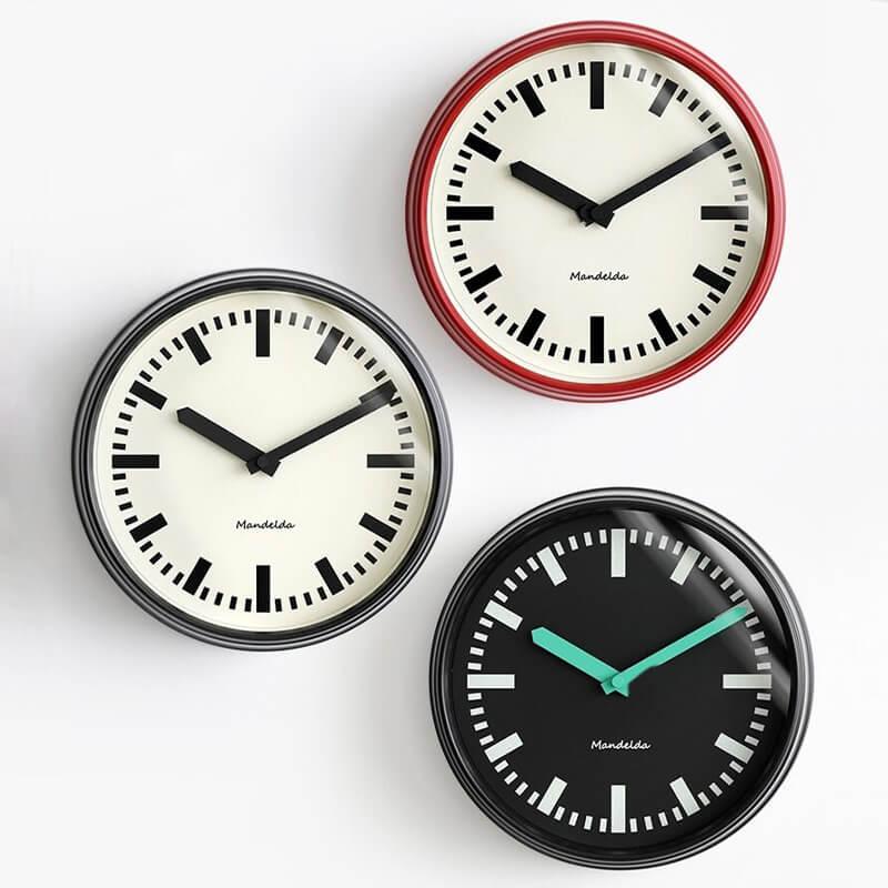 Trois horloges design vintage
